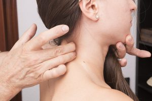 後頚部の痛み