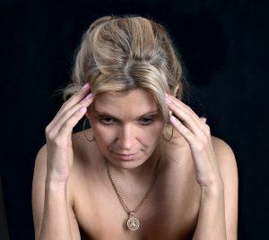 こめかみが締め付けられる頭痛